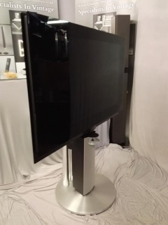 BEOVISION 7 40'' MK 3 TV STAND AND SPEAKER